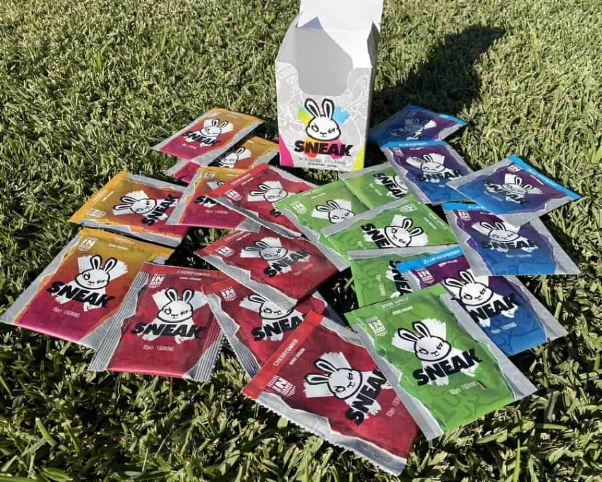 Sneak energy drink sachets with different flavors